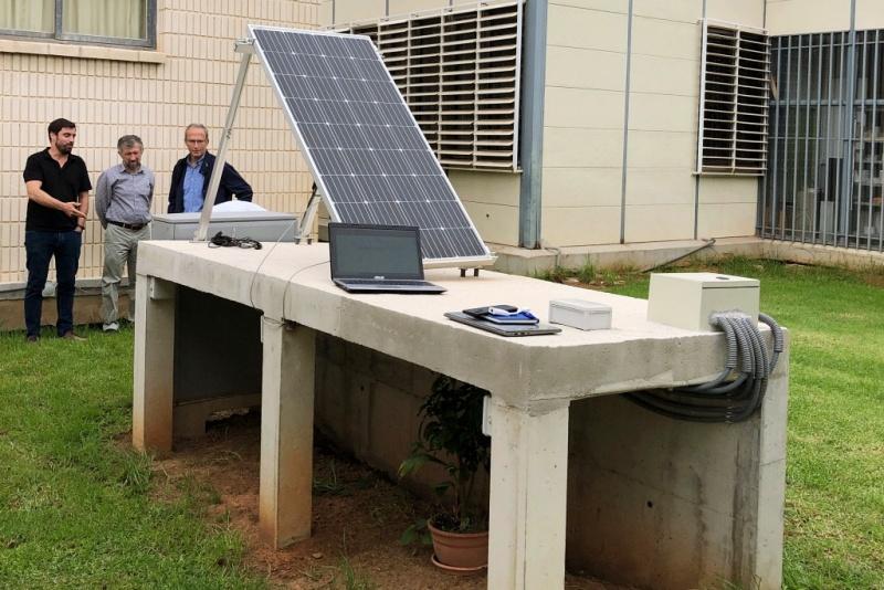 Técnicos del equipo de la Universitat Politècnica de València y de Witeklab realizando observaciones en un proyecto piloto de Corrochip
